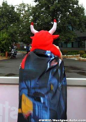 одинокий болельщик Red Bull на Гран-при Австралии 2011