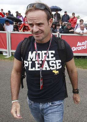 Рубенс Баррикелло в футболке с надписью More Please на Гран-при Австралии 2011