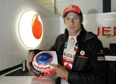 шлем Дженсона Баттона с поддержкой Японии на Гран-при Австралии 2011