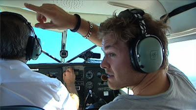 Нико Росберг указывает направление полета