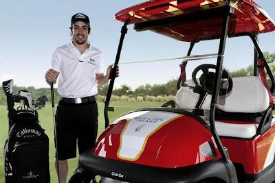 Фернандо Алонсо играет в гольф на острове Хэмилтон