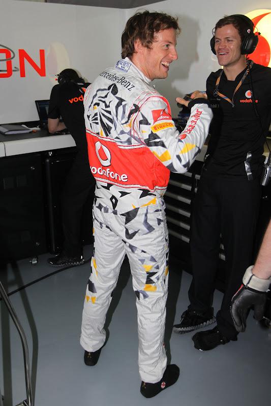 Дженсон Баттон в комбинезоне малазийского тигра на Гран-при Малайзии 2011