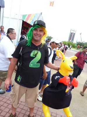 болельщик Марка Уэббера с кенгуру на Гран-при Малайзии 2011