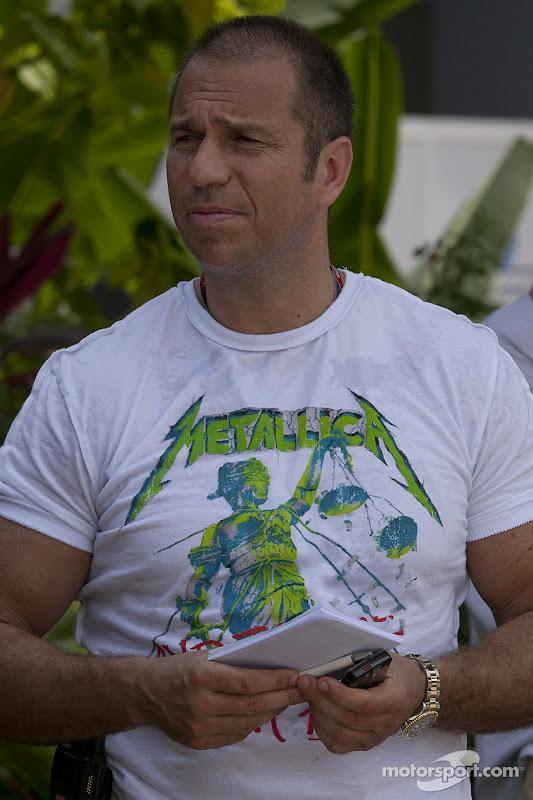 немецкий репортер Кай Абель в футболке Metallica на Гран-при Малайзии 2011