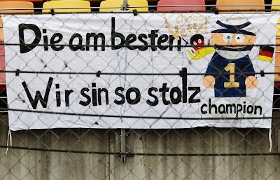 плакат болельщиков Себастьяна Феттеля на трибунах Шанхая на Гран-при Китая 2011