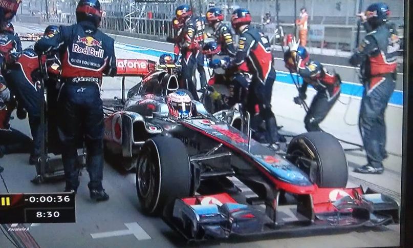 Дженсон Баттон ошибается боксами и заезжает к механикам Red Bull на Гран-при Китая 2011