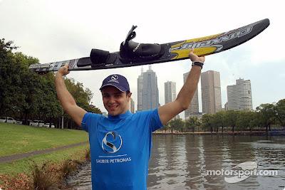 Фелипе Масса на фоне реки Ярра на Гран-при Австралии 2002