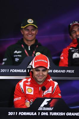 таинственная улыбка Фелипе Массы на пресс-конференции Гран-при Турции 2011 в четверг