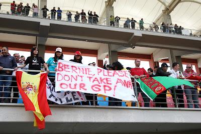 обращение болельщиков Берни Экклстоуну please do not take away our GP на Гран-при Турции 2011