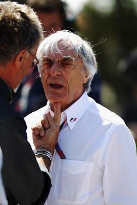 Берни Экклстоун под дулом пальца на Гран-при Турции 2011