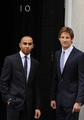 Дженсон Баттон и Льюис Хэмилтон в Лондоне на Даунинг-стрит 10
