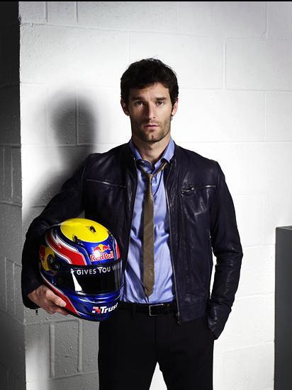 Марк Уэббер на фотосессии со шлемом 2011