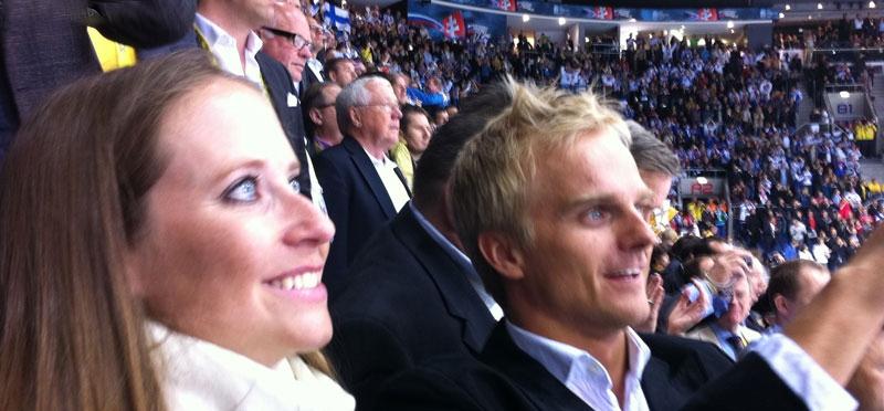 Кэтрин Хайд и Хейкки Ковалайнен на хоккейном матче на Чемпионате мира 2011