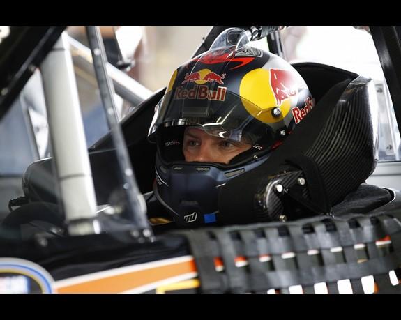 Кими Райкконен в машине NASCAR #15 Perky Jerky Toyota на этапе NASCAR Truck Series в Шарлотте