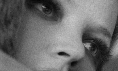 جینا رولندز در نمایی از چهرهها