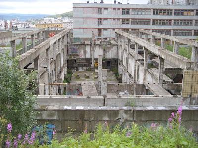 建設を途中でやめたコンクリートの建物