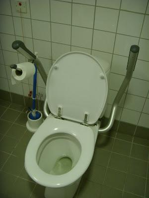 キルケネス空港のトイレ