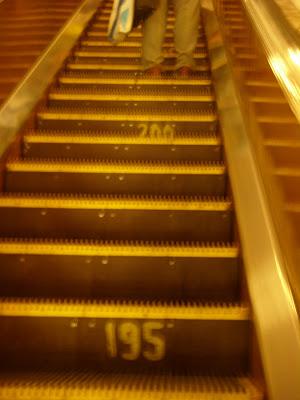 エスカレーターの階段