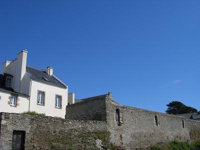 石垣と青空