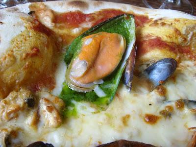 ピザのムール貝