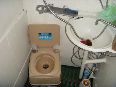 バイカル湖温泉ツアーの船のトイレ