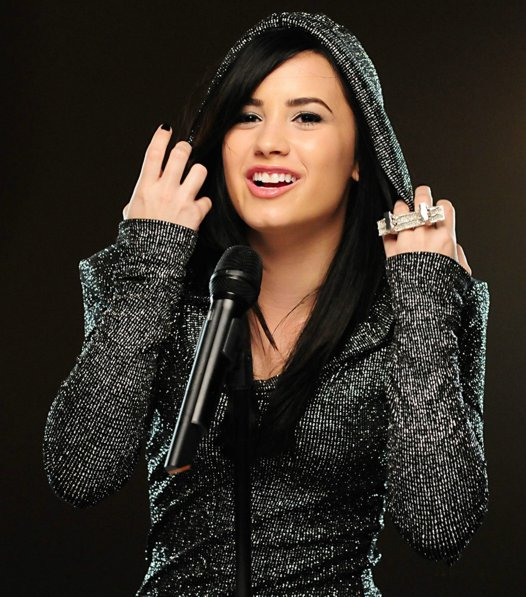Demi graba nuevo video Demi-lovato-remember-december-01