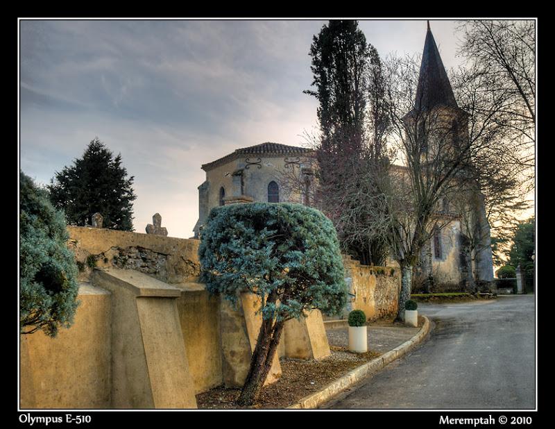 Bourrouillan Gers Eglise Cimetière village