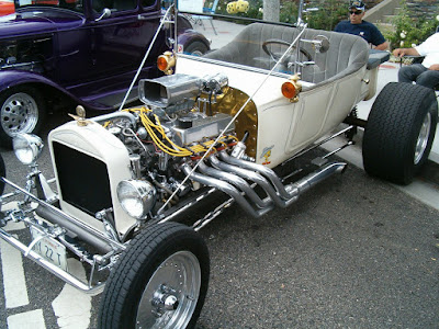 Ford engine in Ed Gorlek's California Custom Roadster CCR T-Bucket