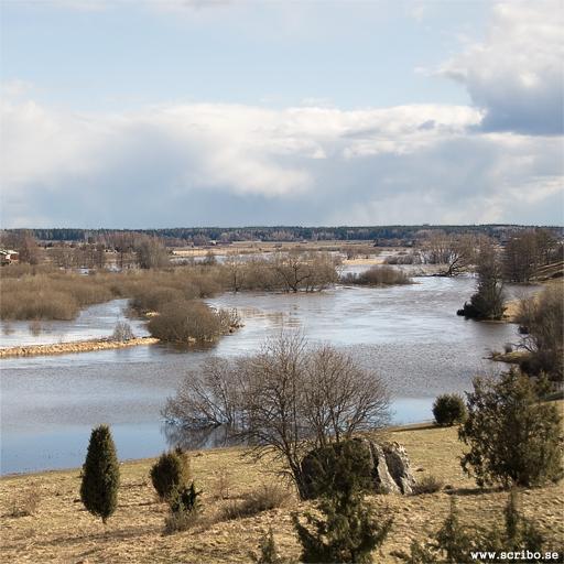 Bild tagen söderut från Vattholmaåsen, Fyrisån har mycket högt vatten