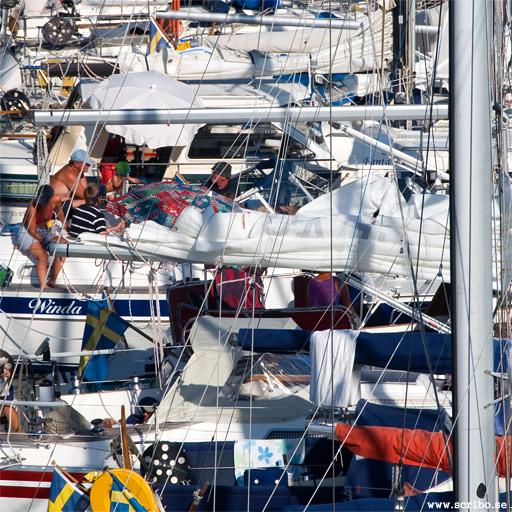 Båtar trängs på Landsort