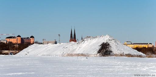 bild på snöhögen på Kungsängen från söder, februari