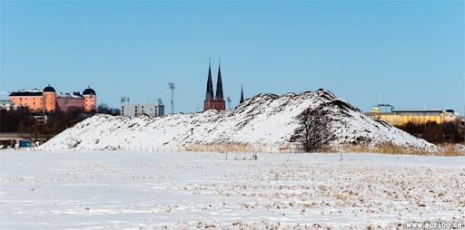 bild på snöhögen på Kungsängen från söder, mars