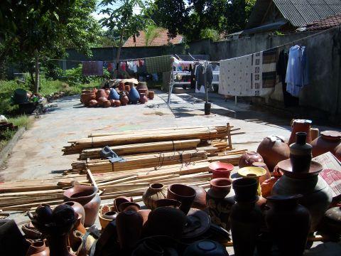 lombok2töpferei%20hinterhof.jpg