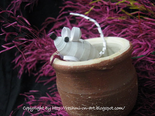 quilled-white-mouse-peeping-from-pot