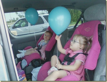 sisters-van-balloons