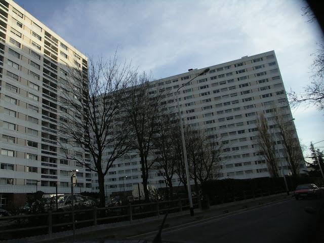 Que dit la loi Française en cas de déménagement ..... LA%20COURNEUVE%20-%20R%C3%A9SidENCE%20dU%20PARC%2004