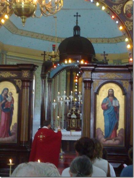 03. Celebrante incensa a iconóstase antes da Liturgia I