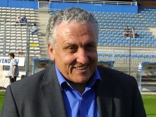 – Robert Nouzaret, le sélectionneur français des Léopards, le 19 mai 2001 à Bastia. Photo François Gabrielli/AFP
