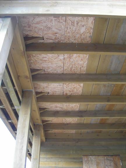 Закрыл слуховые окна двух холодных чердаков сеткой.  На выходных зашили потолок на террасе, чтоб ветер дом не поднял...
