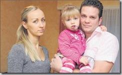 Nicolas Jaunin, sa compagne Viktoriya Chalaya et leur petite Mélissa, atteinte d'une tumeur à la lèvre