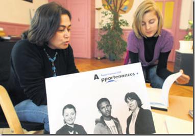 Les psychologues Assal Momeni (à gauche) et Camille Rigo se partagent la responsabilité de l'antenne yverdonnoise d'Appartenances. Photo Olivier Allenspach.