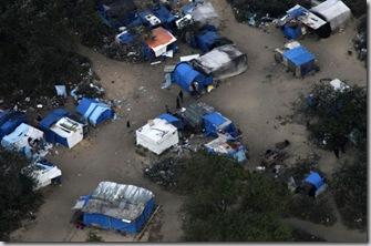 Vue aérienne de la jungle de Calais, démantelée par les autorités fin septembre. Photo Reuters