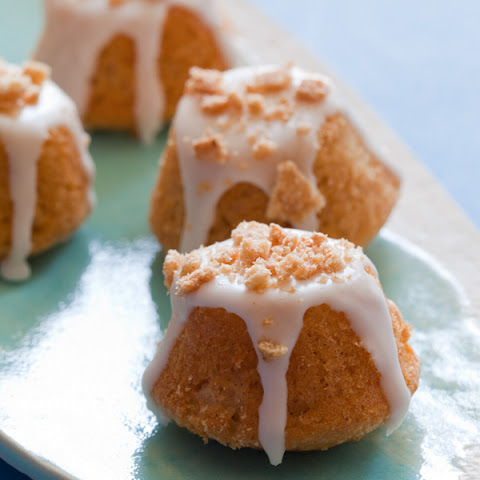 Cinnamon Toast Crunch Coffee Cake Bites