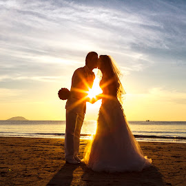 Happy sun by VoVan Thanh - Wedding Bride & Groom ( love, kiss, sunset, wedding, bride, groom )
