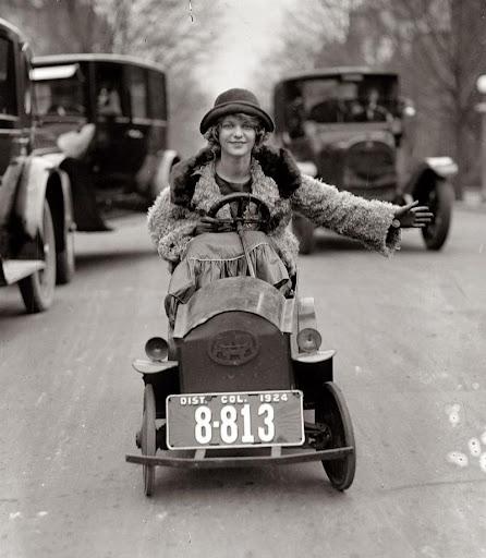 1920 de üretilen ilk mini otomobil 130 kiloluk bir adam bu aracı