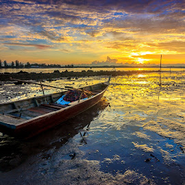 warm morning at ocarina by Demi Nst - Transportation Boats ( mud, sunrise, landscape, boat, batam )