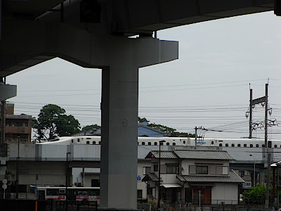 autopista y Shinkansen 高速動労と新幹線 highway and Shinkansen