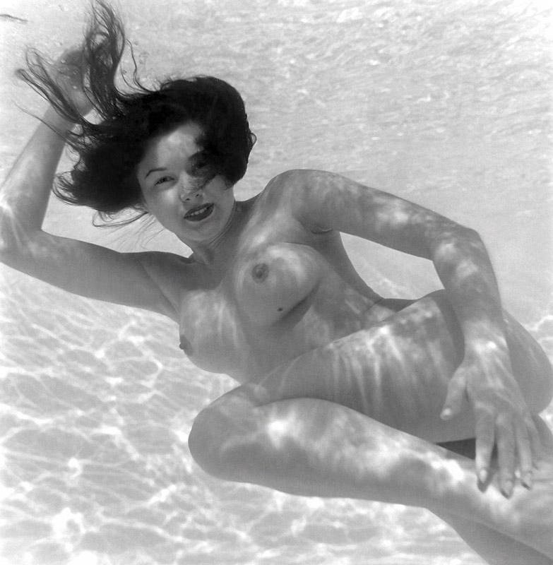 http://lh3.ggpht.com/anthony.easton/R65pZ5uBYNI/AAAAAAAABHc/d74T0GEjQRI/s800/1954_Joanne_Arnold.jpg