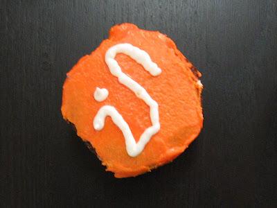 iSchool logo cupcake