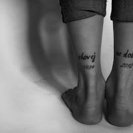 Chovej Se Dobre by Laura Martin - People Body Art/Tattoos ( canon, 1934, chovej se dobre, canada, black and white, jeans, in memory, heals, memory, tattoos, 2012, remembrance, feed, legs, tattoo )